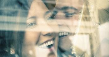 Liebevolles Paar, Lachen