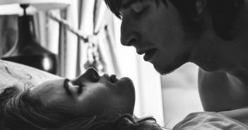Offen mit dem Partner über Wünsche beim Sex sprechen