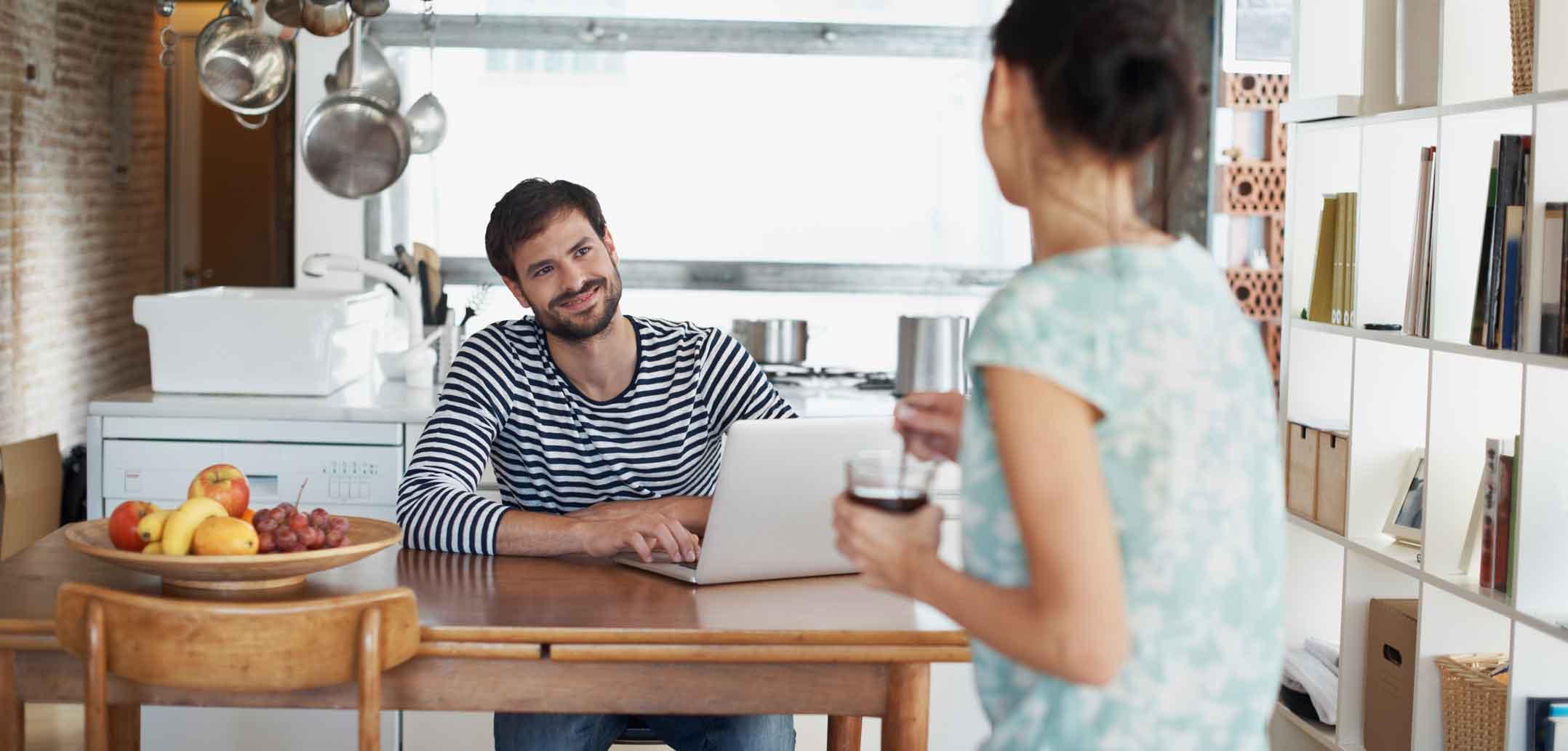 Mein partner flirtet mit anderen frauen