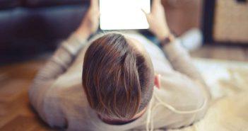 unerhört ehrlich: Er sieht Filme im Internet