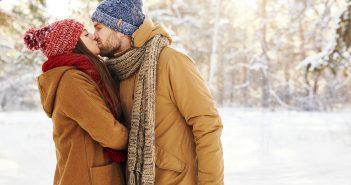 Sätze von Paaren beim Spazierengehen