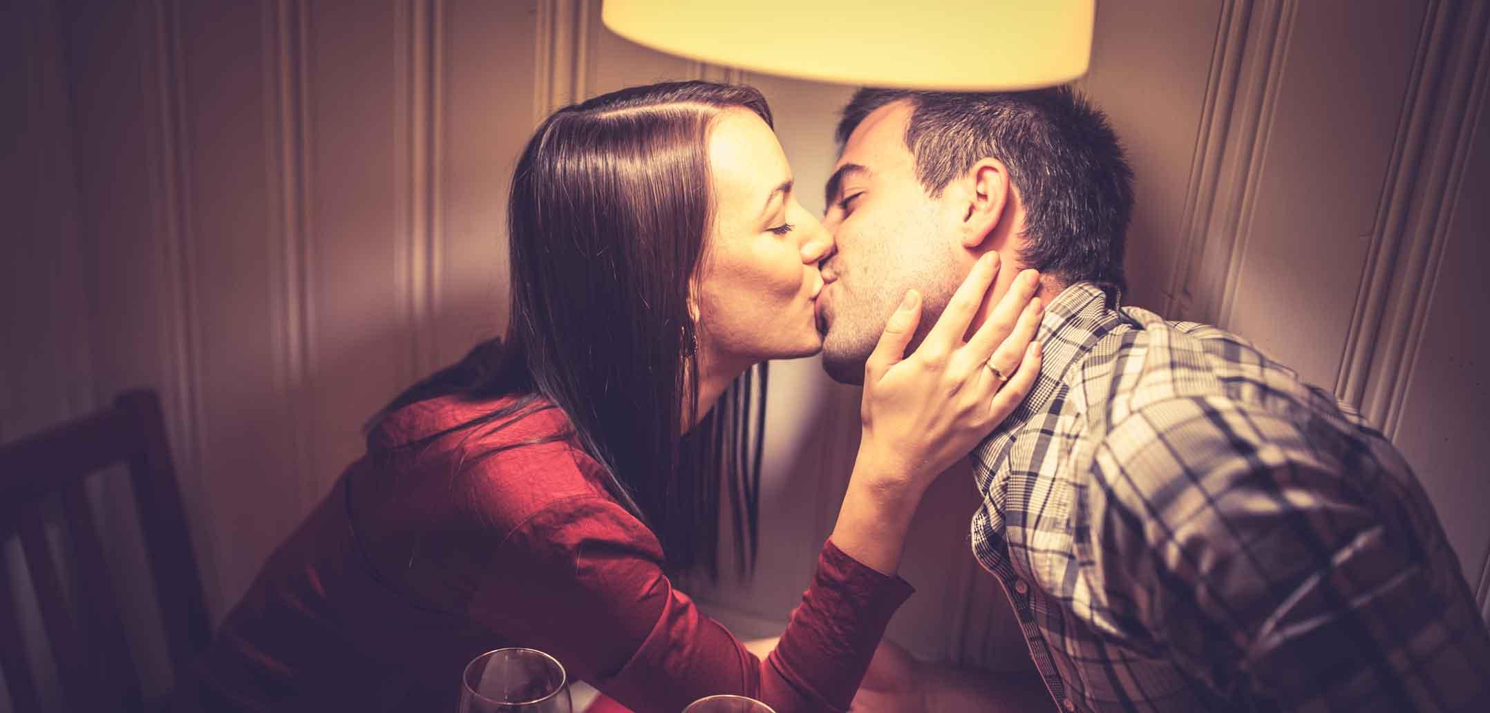 40 Sätze von Paaren im Restaurant