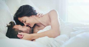 8 Ideen für mehr Spaß im Bett