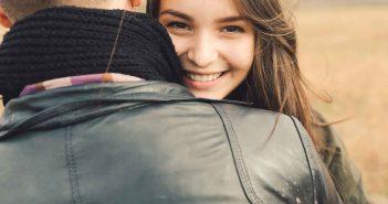 Eine Beziehung mit Altersunterschied stößt oft auf großes Unverständnis