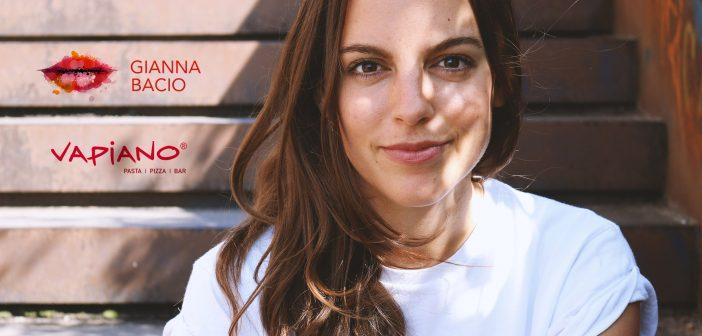Gianna Bacio als Expertin beim ersten beziehungsweise Get-Together