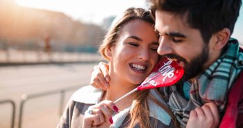 Kleine Veränderungen im Umgang miteinander, lassen das Verliebtsein für immer anhalten.