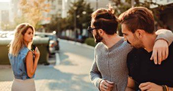 Männer scheuen sich oftmals eine Frau anzusprechen