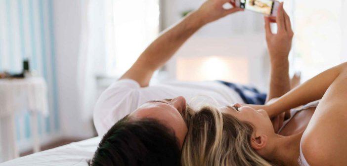 Aktfotografie kann der Beziehung neuen Schwung im Bett geben