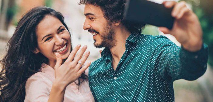 Gehört der Verlobungsring auf Instagram und Facebook?