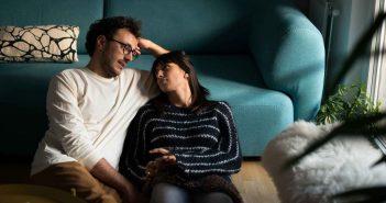 Gute Gespräche statt TV-Glotzen, das hilft der Beziehung