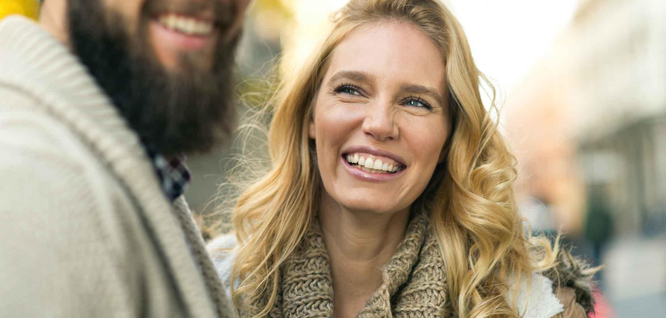 Wer in einer starken Beziehung lebt, hat Grund zum Lächeln