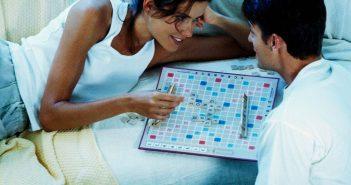 Spiele spielen fördert die Kommunikation in der Beziehung