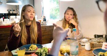 Konflikte am Esstisch sind für die Gäste ganz schön unangenehm