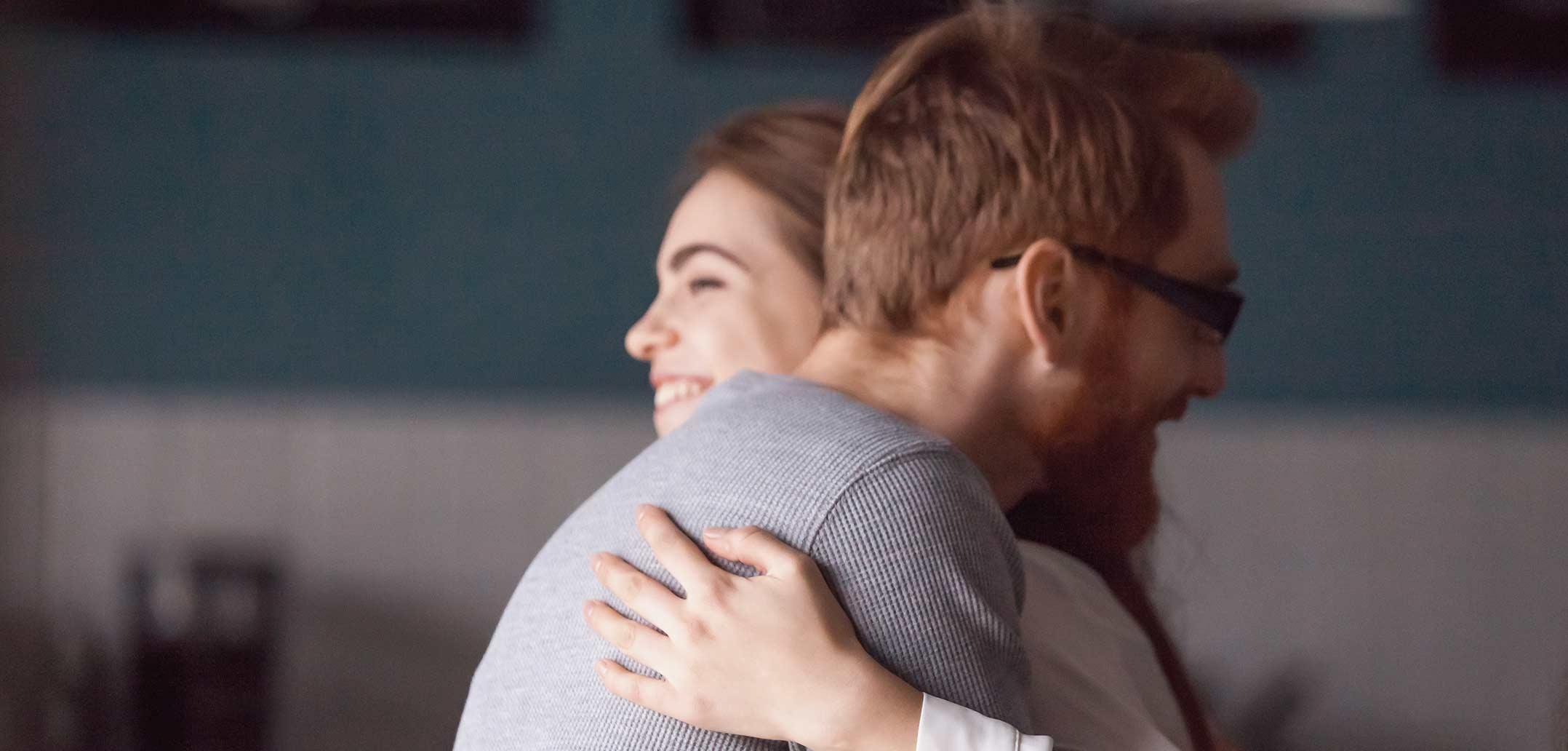 Ein Lob in der Beziehung tut beiden Partnern gut