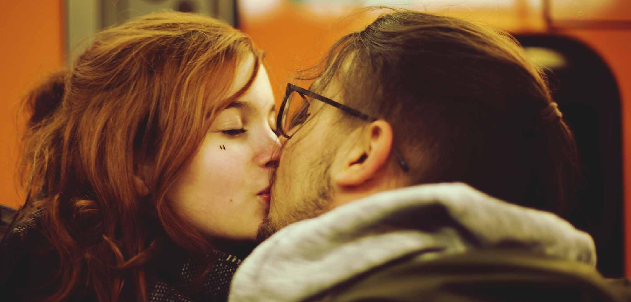 Dating über 50 ersten kuss