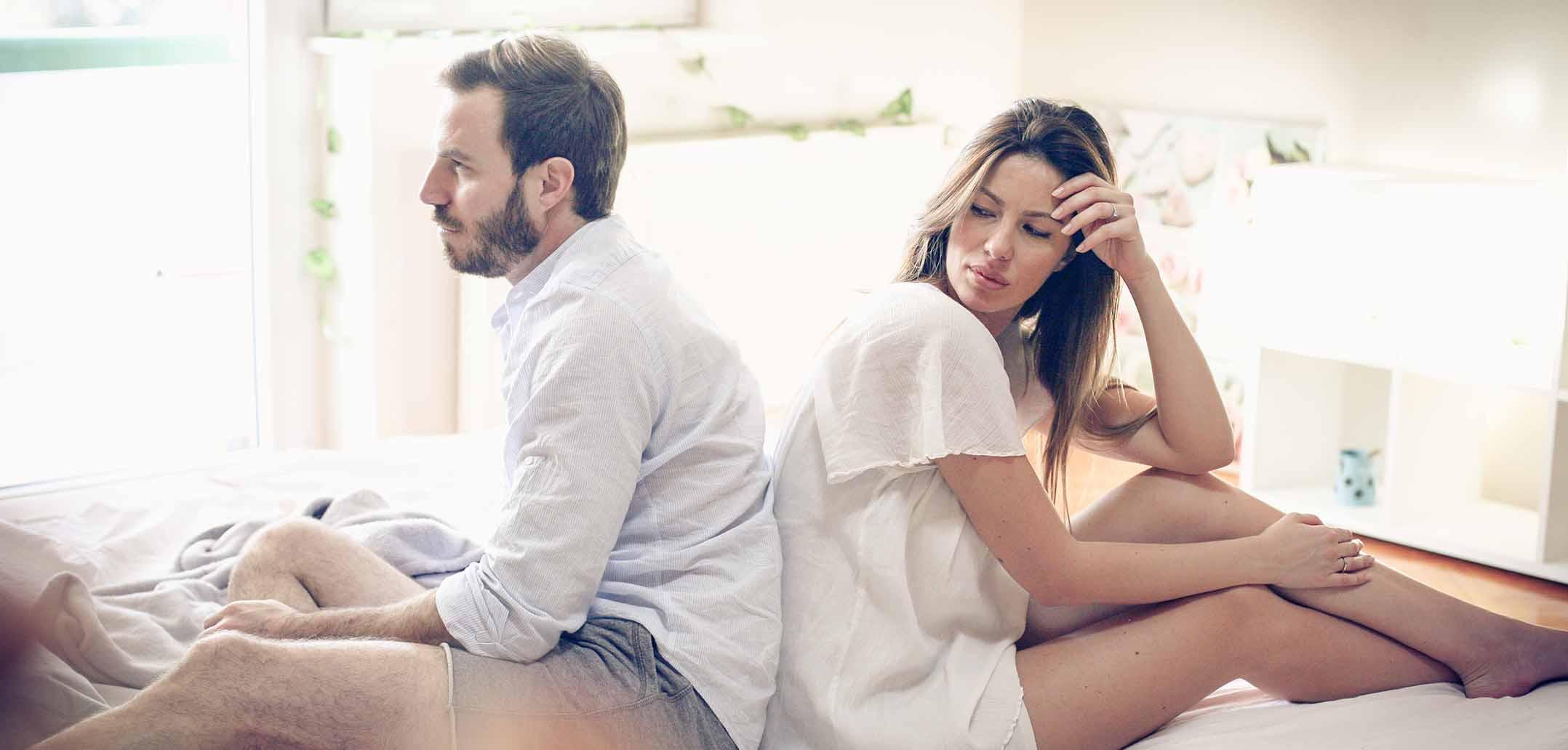 Woran Sie erkennen, dass Ihr Partner an seiner Ex hängt