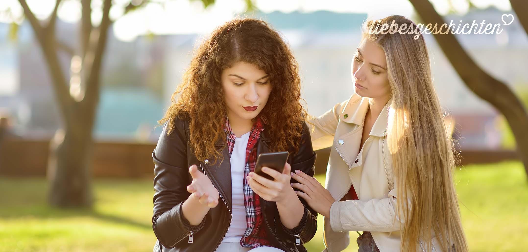 Obwohl wir ein Paar sind, flirtet er online mit anderen