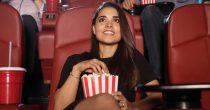 Frau alleine im Kino