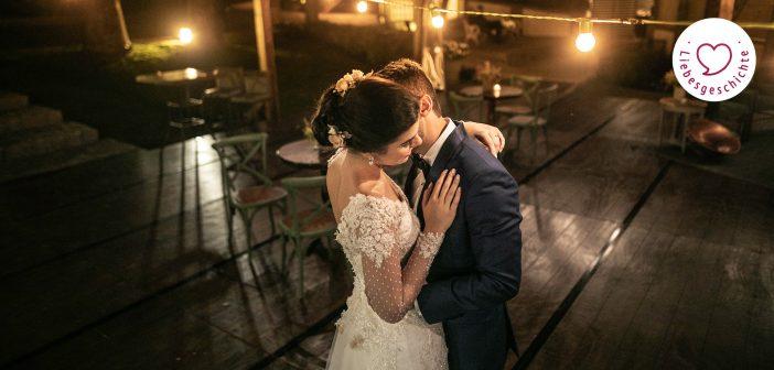 Hochzeitspaar alleine auf der Tanzfläche